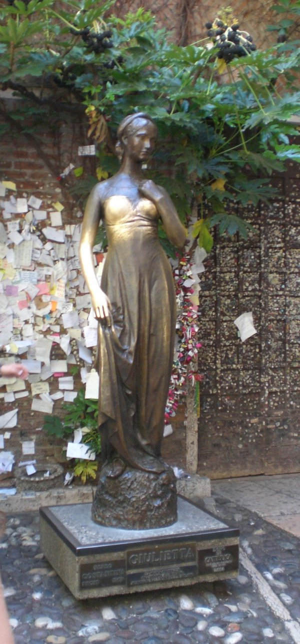bronze statue juliet verona