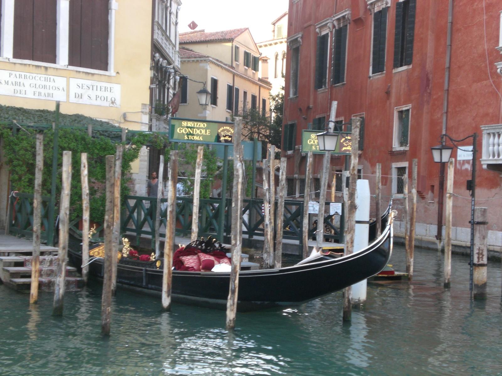 gondola crossing venice