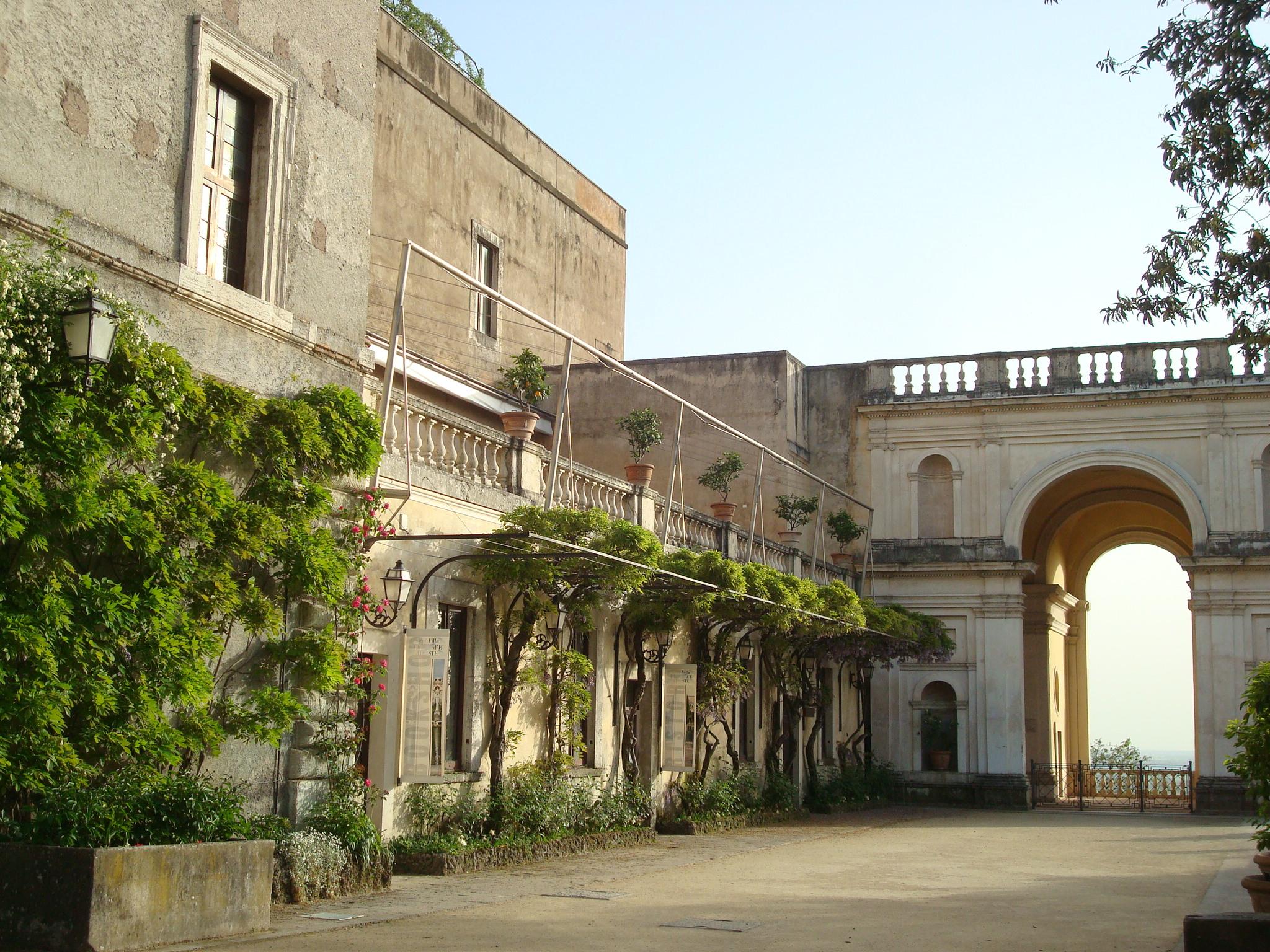 Villa D'Este entryway
